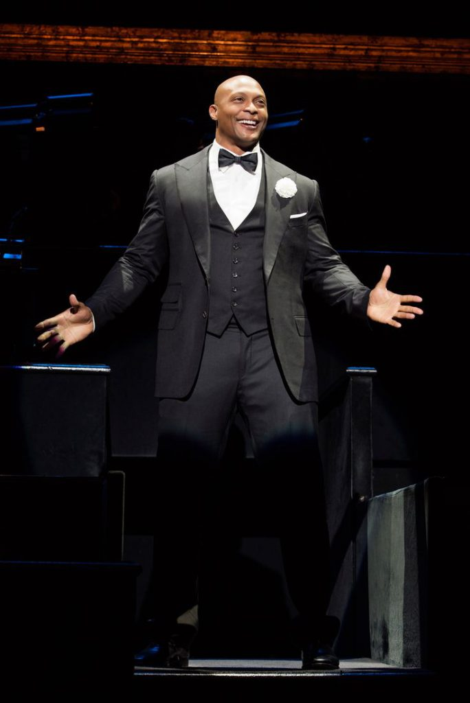 Eddie George as Billy Flynn