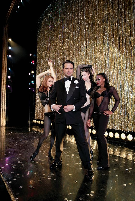 Matthew Settle begins his Broadway run as Billy Flynn